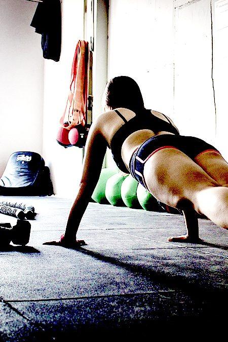 EMOM: treino de alta intensidade em casa